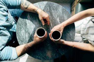 date at a café